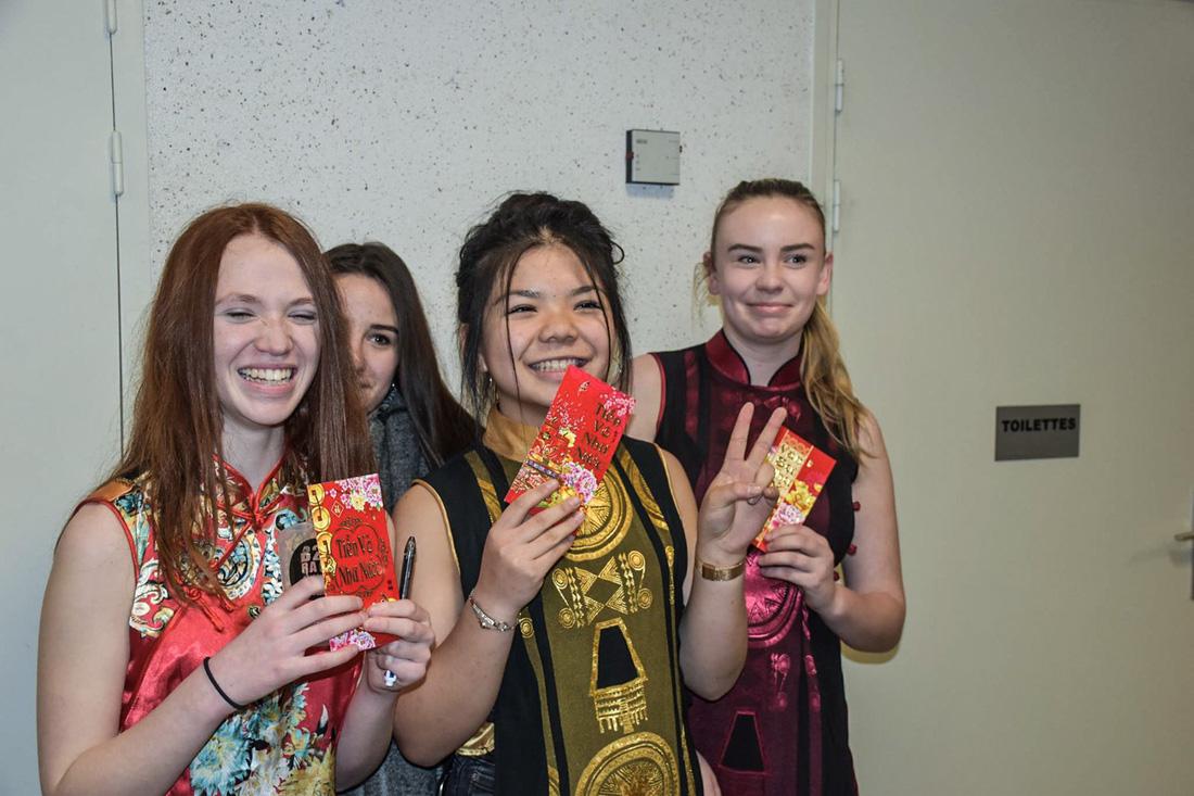 Các bạn học sinh Pháp hạnh phúc trong chương trình Tết Mậu Tuất 2018 do Hội sinh viên Việt Nam tại Angers phối hợp Hội Pouse Pouse tổ chức
