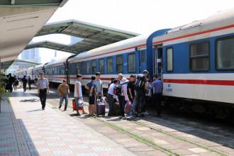 Dịp lễ 30/4, ngành đường sắt tổ chức chạy thêm 27 đoàn tàu đi từ ga Sài Gòn ra các ga miền Trung. Ảnh: Quốc Nhựt