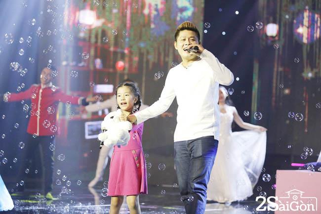2. Nguyen Van Chung va con gai Kim Anh (54)