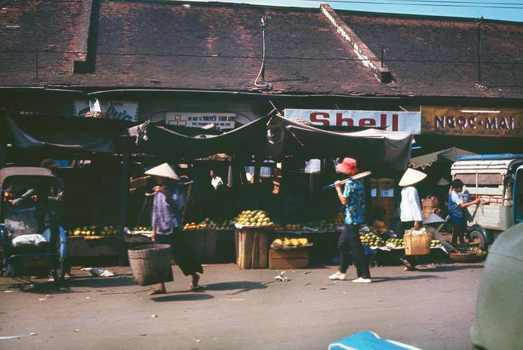 Công trường Hồng Bàng, bên hông chợ Bà Chiểu. Ảnh: Terry Nelson Flickr.