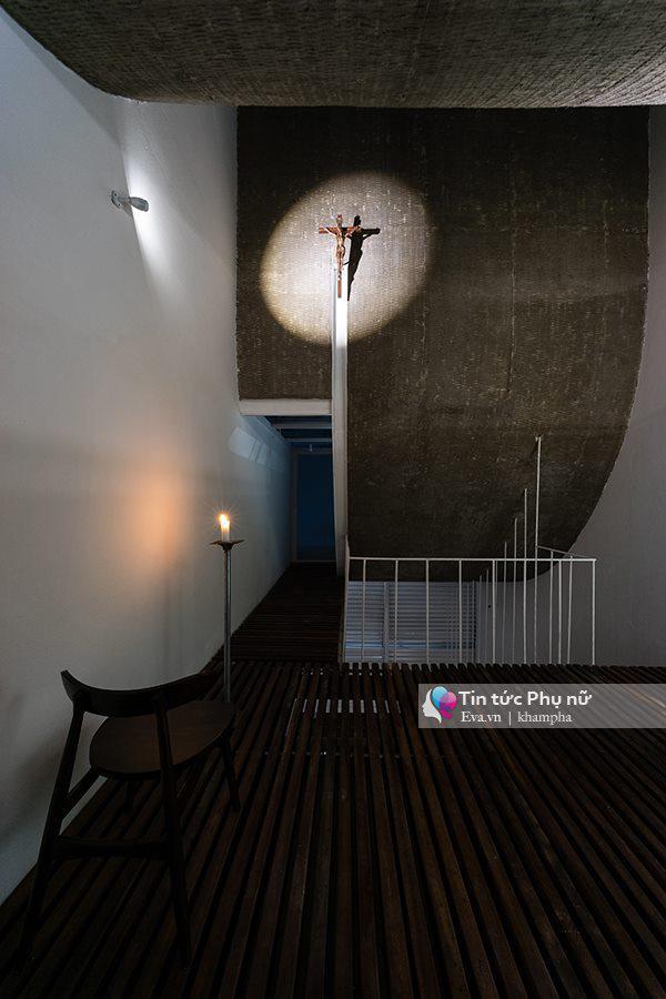 Ngôi nhà truyền thống kết hợp với hiện đại được thiết kế dành cho gia đình theo Công giáo.