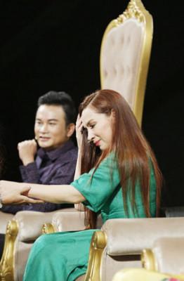 4.Phi Nhung xuc dong voi tiet muc gia dinh Kieu Trinh (7)
