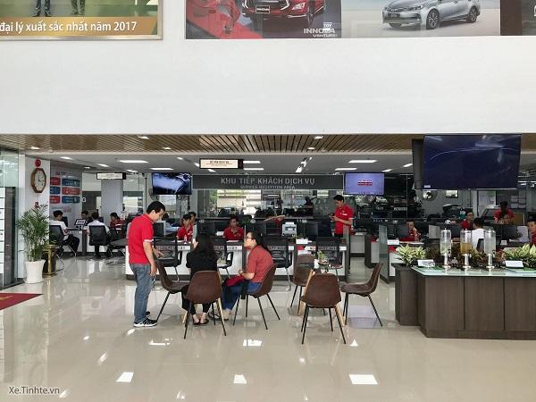 Phong cách thiết kế bên ngoài nhìn hiện đại cứ như mấy cái đại lý của Toyota bên Thái. Sau khi nâng cấp, Toyota Đông Sài Gòn Quận 2 (ĐSG) có 3 tầng làm dịch vụ thay vì chỉ 1 tầng như trước.