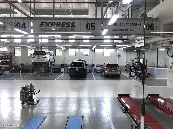 Về chất lượng dịch vụ, thái độ nhân viên và khoảng chăm sóc khách hàng thì mình thấy các đại lý Toyota làm rất tốt và chuyên nghiệp. Mức giá dịch vụ của Toyota có thể nói là cao hơn một chút so với mặt bằng chung của hãng xe hơi phổ thông, nhưng mình thấy vẫn hợp lý vì những gì mình nhận được tương xứng với số tiền bỏ ra.