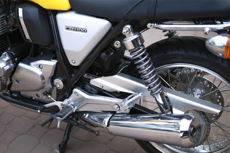 Bánh sau của CB1100RS có đường kính 18 inch, cùng trang bị an toàn là phanh đĩa đơn với heo Nissin 1 piston kèm hệ thống ABS, hệ thống giảm sóc phía sau của thương hiệu Showa có thể điều chỉnh... Xe có trọng lượng 255kg, đi kèm bình xăng dung tích 16 lít.