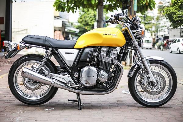 Được thiết kế với phong cách cố điển pha trộn hiện đại, Honda CB1100 EX 2018 có thiết kế không thay đổi nhiều so với thế hệ trước với kích thước tổng thể là 2.195 x 0.835 x 1.130 (mm). Nó dễ dàng cuốn hút các tín đồ mê xe môtô hoài cổ đang có xu hướng thịnh hành trở lại.