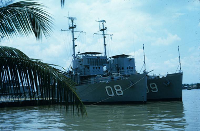 Tàu chiến trên sông Sài Gòn. Ảnh: Vietnam Center and Archive.