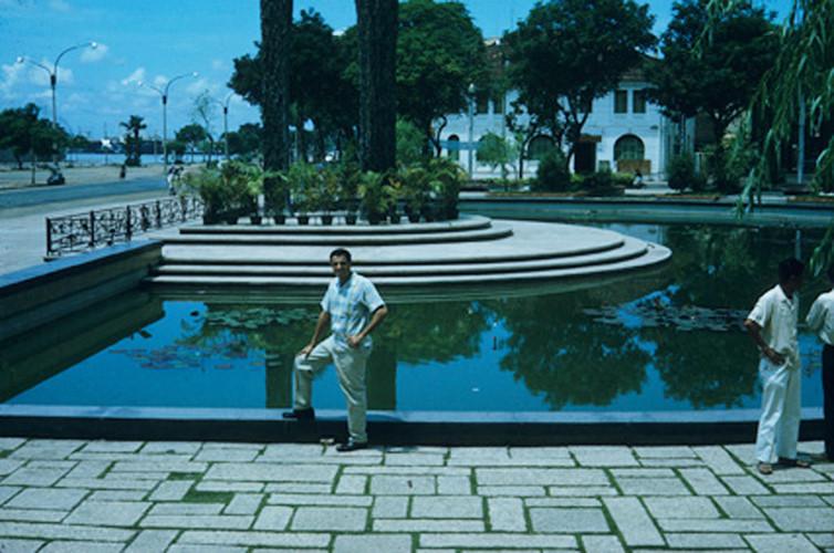 Công trường Mê Linh, đối diện bến Bạch Đằng. Ảnh: Vietnam Center and Archive.