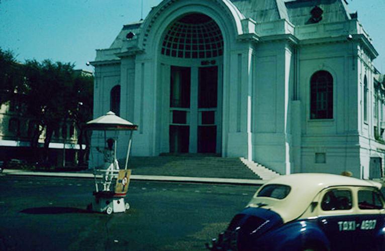 Tòa nhà Quốc hội, nay là Nhà hát Thành phố. Ảnh: Vietnam Center and Archive.