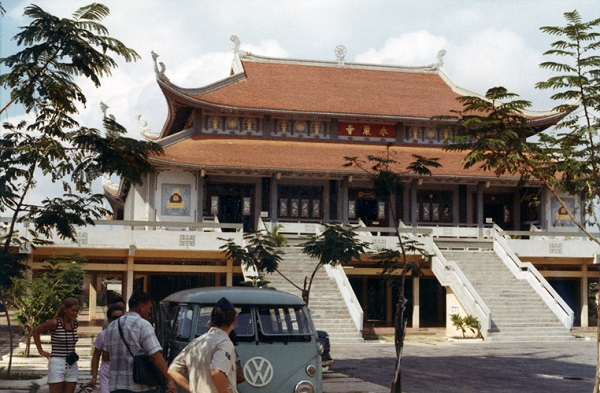 Chùa Vĩnh Nghiêm ở Sài Gòn năm 1972. Vào thời điểm này, chùa mới hoàn thành được một năm. Ảnh: Kemper14.