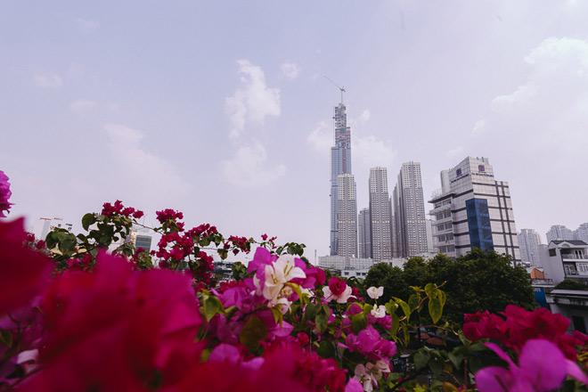 Tòa nhà cao thứ 8 trên thế giới tại TP.HCM nhìn từ xa vẫn có thể thấy rõ.