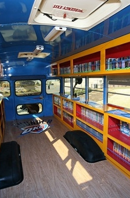 Bên trong chuyến xe buýt sách - Ảnh - ĐSHCM
