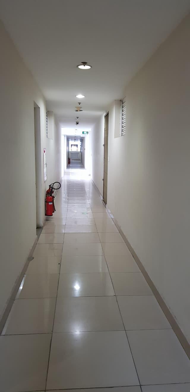 Sự vắng lặng, đặc biệt là về đêm tại chung cư Carina. (Ảnh: N.T).