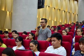 Sinh viên đặt câu hỏi về những băn khoăn xác định giấc mơ của mình NỮ VƯƠNG