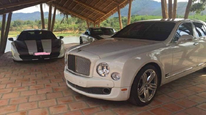 Ông Đặng Lê Nguyên Vũ còn có niềm đam mê đặc biệt với các dòng xe sang như Rolls – Royce Phantom, Bentley Mulsanne.