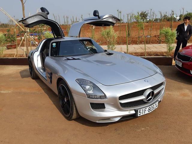 Siêu xe cánh chim Mercedes-AMG SLS.