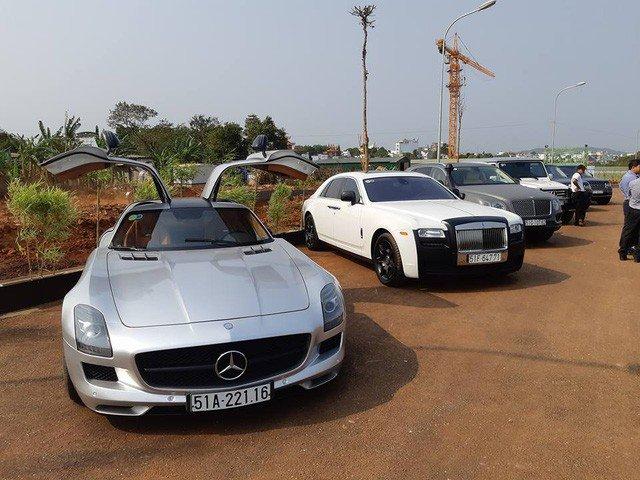 Dàn siêu xe, xe siêu sang của ông trùm cafe Trung Nguyên được trưng bày tại Buôn Ma Thuột.