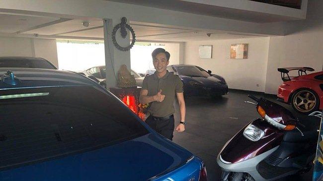 Cường Đôla bên chiếc BMW M2 mới tậu.