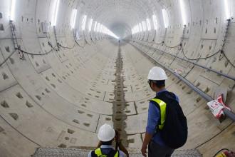 Đường hầm metro của tuyến Bến Thành - Suối Tiên do robot TBM đào được từ ga Ba Son hướng về Nhà hát TP, Q.1, TP.HCM - Ảnh: QUANG ĐỊNH