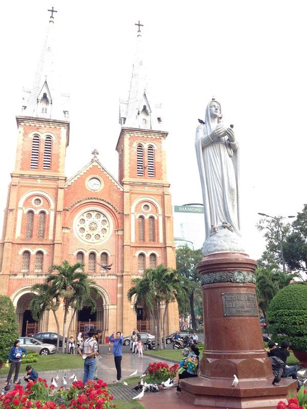 Nhà thờ Đức Bà - nhà thờ chính tòa của Tổng giáo phận Sài Gòn - TP.HCM, một tuyệt tác kiến trúc Roman - Gotich, đã hiện diện tại vùng đất Sài Gòn - Gia Định - TP.HCM suốt 138 năm qua ẢNH: ĐÌNH PHÚ