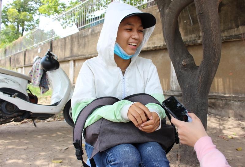 Với cô sinh viên này, dù công việc vất vả, nhưng bù lại cô có thể kiếm thêm thu nhập để phụ giúp cha mẹ.