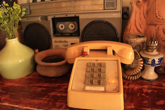 Điện thoại bàn thời xưa ẢNH: LƯU TRÂN