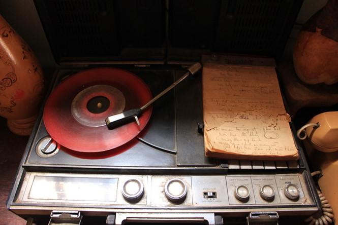 Máy đĩa hát than quay bằng tay ẢNH: LƯU TRÂN