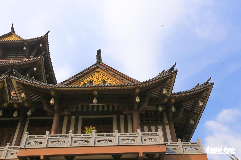 Tu viện Khánh An mang phong cách của Phật giáo Bắc Tông, đậm nét kiến trúc Á đông - Ảnh: MINH HẢI