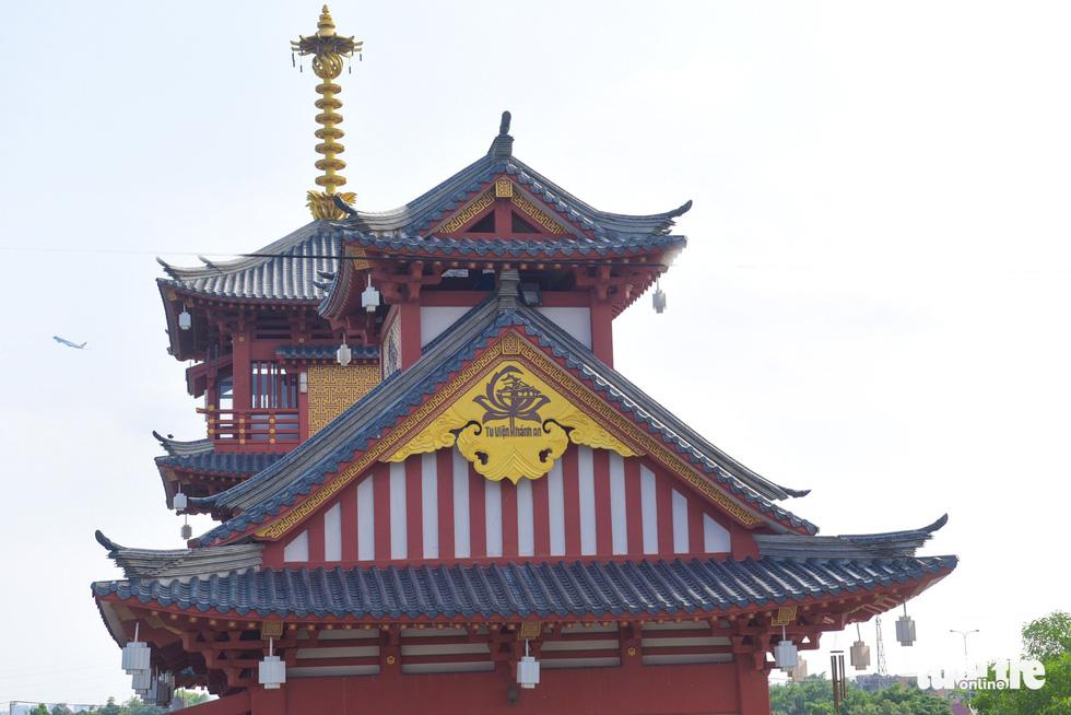 Được đưa vào sử dụng đã lâu nhưng tu viện Khánh An được xây dựng cẩn thận, trông như mới nên mọi người cứ ngỡ mới như mới được khánh thành gần đây - Ảnh: MINH HẢI