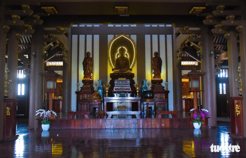 Đây là nơi tụng kinh lễ bái, tọa thiền của chư tăng phật tử - Ảnh: MINH HẢI