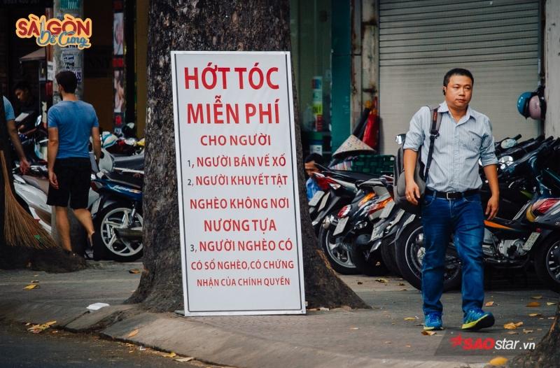 Sài Gòn dễ sống, chỉ cần chịu khó là được. Người Sài Gòn dễ chơi, chỉ cần cái tình, cái nghĩa là được. Và Sài Gòn dễ thương, bởi người ta cứ bận sống tử tế với nhau cả một đời vậy thôi!