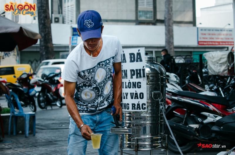 Sài Gòn miễn phí cho nhau tất cả, kể cả tấm lòng.