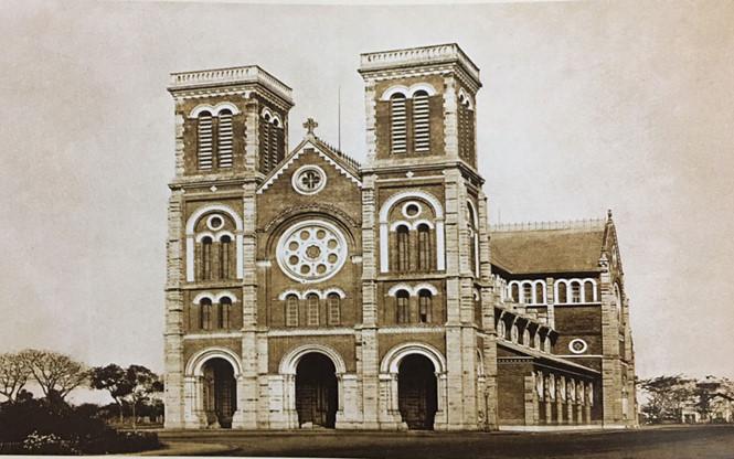 Công trình được thi công khá nhanh, khoảng hai năm rưỡi, vào đúng vào dịp lễ Phục sinh, ngày 11.4.1880, thánh lễ làm phép và khánh thành nhà thờ Sài Gòn cũng do chính Đức cha Isidore Colombert cử hành trọng thể với sự tham dự của Thống đốc Nam Kỳ Charles Le Myre de Villes. Các vật tư chính để xây dựng nhà thờ như xi măng, sắt thép, ngói, kính màu, chuông… đều được mang từ Pháp sang. Thời kỳ đầu, nhà thờ có tên gọi là nhà thờ Nước, bởi vì tất cả kinh phí xây dựng đều do nhà nước Pháp thời ấy cung cấp với số tiền 2,5 triệu francs Pháp theo thời giá lúc bấy giờ