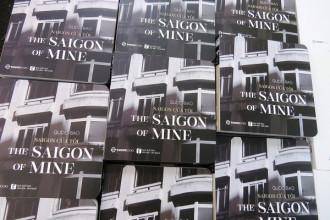 Cuốn sách ảnh, tản văn song ngữ về Saigon.