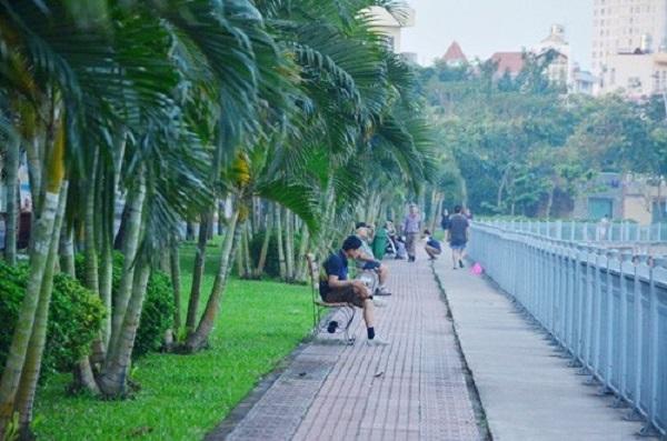 Sài Gòn đâu chỉ náo nhiệt, ồn ã mà vẫn có những khoảnh lặng rất thơ. (Ảnh.Internet)