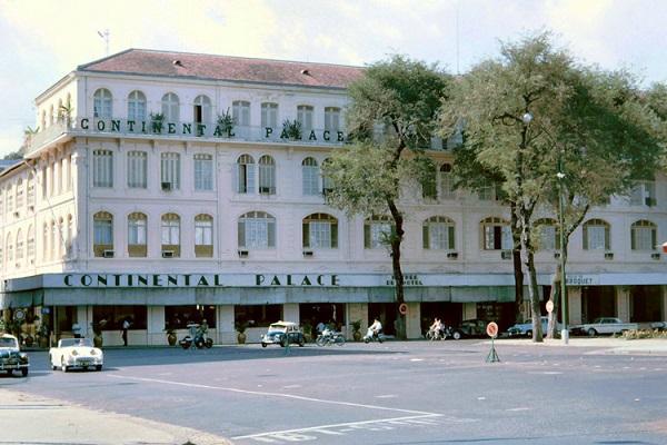 Khách sạn Continental Palace nổi tiếng của Sài Gòn trước 1975. Ảnh: John A. Hansen.