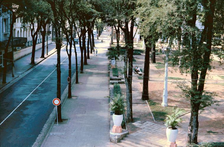 Đường Tự Do nhìn từ khách sạn Alfana. Ảnh: John A. Hansen.