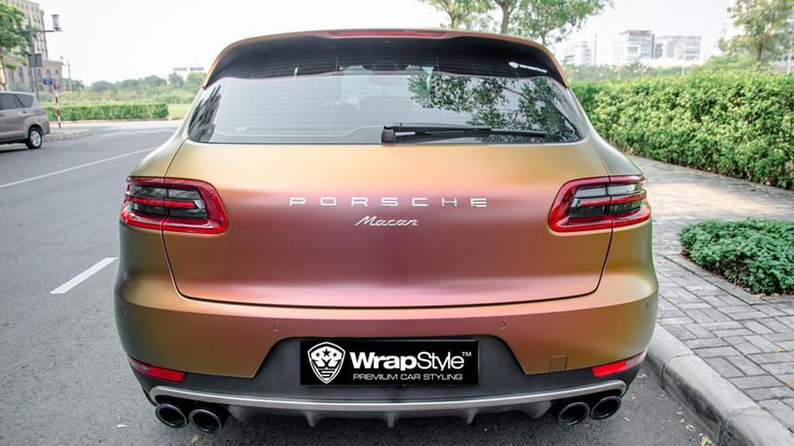 Hiệu ứng màu sắc được sơn khá tinh tế này được một xưởng độ chuyên dán decal cho các mẫu xe cao cấp tại Sài Gòn thực hiện.