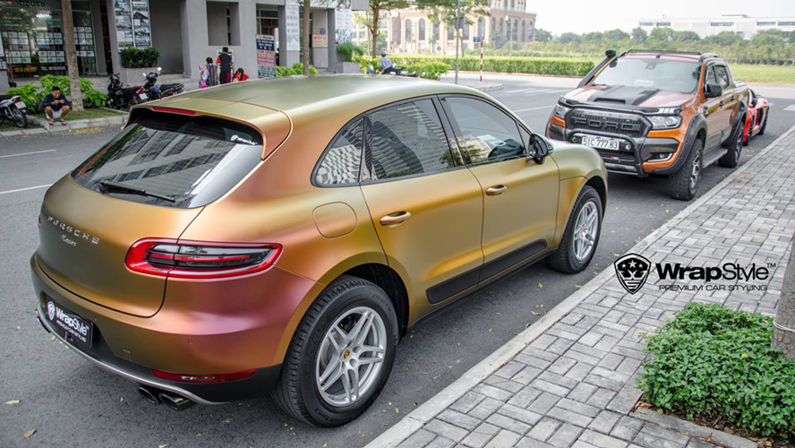 Porsche Macan là một chiếc SUV sang trọng nhỏ gọn, thiết kế với 5 chỗ ngồi và 4 cấp độ tương ứng với các động cơ khác nhau: cơ sở, S, GTS và Turbo. Giá bán của Macan tại Việt Nam khoảng hơn 4 tỷ đồng.