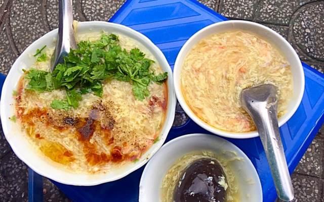 Súp cua là món ăn đường phố, dễ ăn được nhiều thực khách ưa thích ở Sài Gòn. Ảnh: I.T