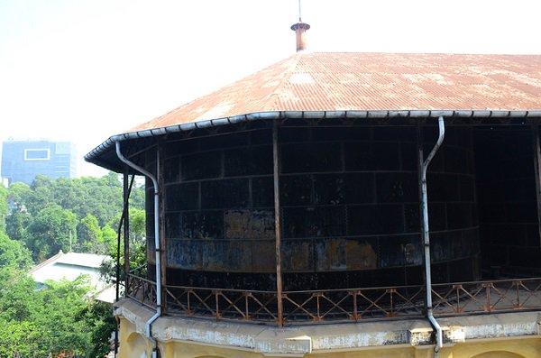 """Khi thuỷ đài còn hoạt động, vào mùa mưa, nước từ các giếng sẽ chảy về giếng trung tâm, mùa khô thì phải dùng máy bơm. Từ giếng trung tâm, nước sẽ được xử lý rồi bơm lên hồ chứa tạo áp lực để đẩy nước về lại các hộ dân. Sau khi đài nước đầu tiên bị đập, thủy đài này cũng dừng hoạt động vào khoảng năm 1930 – 1940, sau đó được dùng làm hệ thống cấp nước dự phòng trong trường hợp Sài Gòn thiếu nước. Sau một thời gian thực hiện """"sứ mệnh"""" của mình, đài nước ngừng hoạt động từ năm 1965 đến nay."""