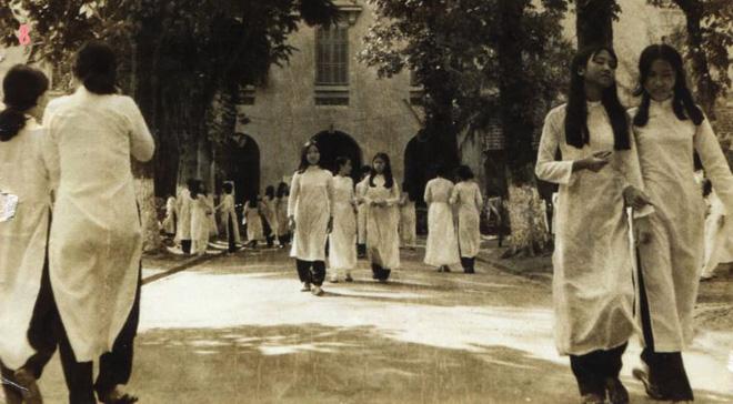 Hình ảnh tà áo dài nữ sinh Gia Long sẽ còn đọng mãi trong lòng người Sài Gòn.