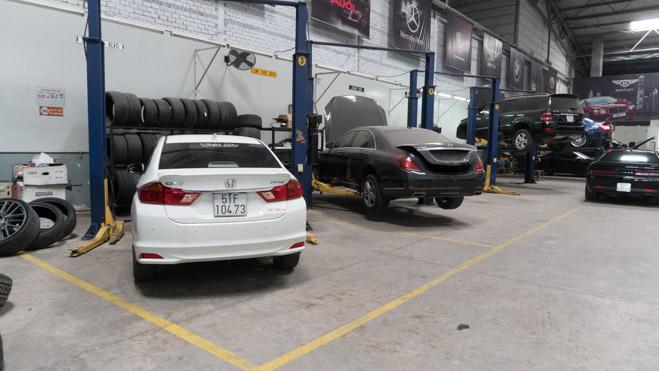 Ngoài công việc sửa chữa/bảo dưỡng những xe phổ thông, xưởng còn chuyên thực hiện các dự án độ công suất và tăng hiệu năng cho những chiếc xe thể thao, siêu xe.