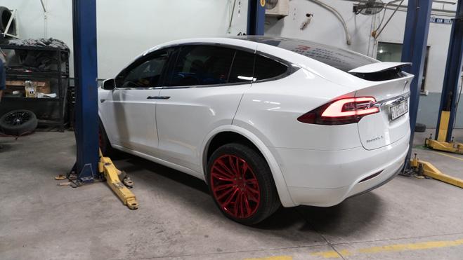 Xe điện hàng hiếm Tesla Model X lên đời bộ mâm Forgiato giá hơn 5000 USD.