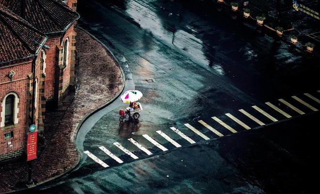 Sài Gòn dù nắng hay mưa vẫn vẫn làm người ta yêu tha thiết (photo by Phan Nguyen)