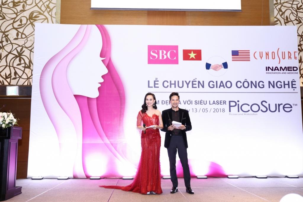 Á hậu Kim Duyên và Đoàn Thanh Tài giữ vai trò MC dẫn dắt sự kiện