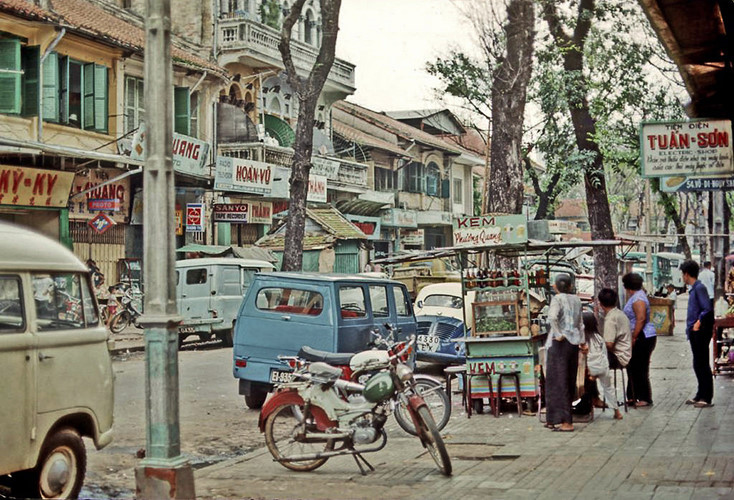 Quầy giải khát trên đường Võ Di Nguy, nay là đường Phan Đình Phùng, Sài Gòn năm 1968-1969. Ảnh: Vietnamsoldier.com.