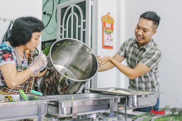 Món cơm trắng, canh, rau,… đều được chuẩn bị một cách kỹ càng.