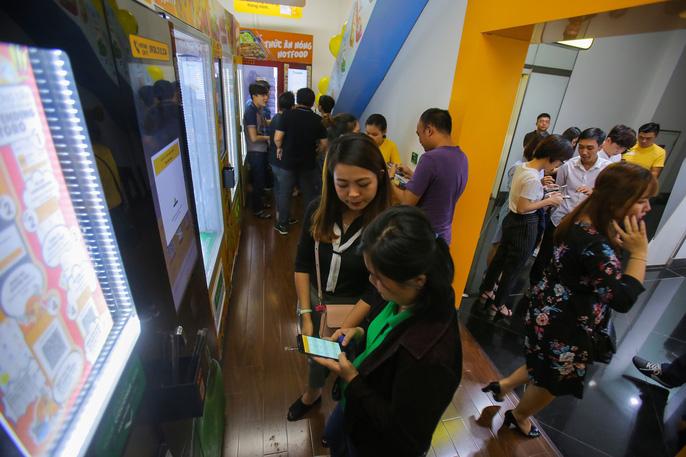 Nhân dịp chính thức ra mắt máy bán dừa tươi tự động lần đầu tiên tại Việt Nam, 10.000 trái dừa miễn phí sẽ tặng khách hàng từ ngày 24-5 đến ngày 6-6.