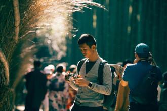 Tâm Bùi là cái tên không còn xa lạ trong giới du lịch bụi Việt Nam. Anh chàng nổi tiếng nhờ siêng review những chuyến đi vòng quanh châu Á của mình, đồng thời là tác giả của cuốn sách ảnh về du lịch. Mới đây, những chia sẻ về chuyến vi vu Nhật Bản tự túc dưới con mắt của Tâm vừa có ích, vừa mang lại cảm hứng cho nhiều người.